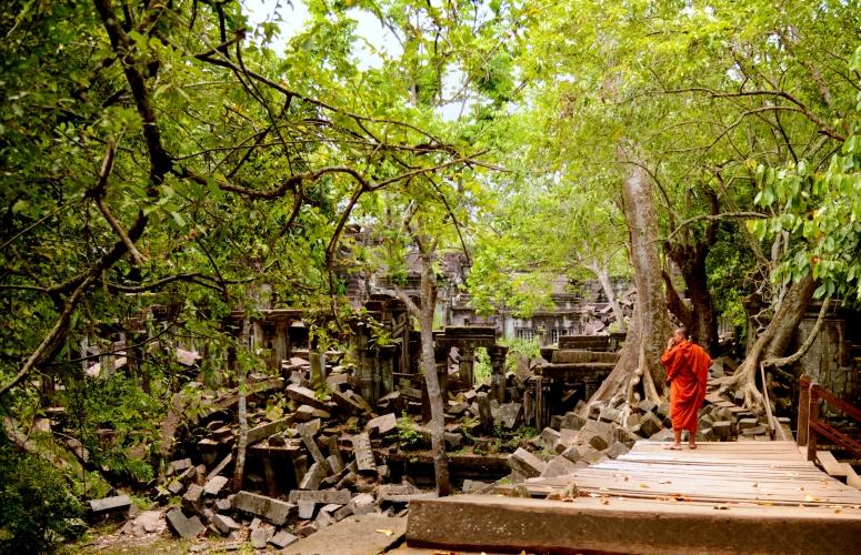 Angkor_Bang_Mealea_Monk_Ruins_DNXB