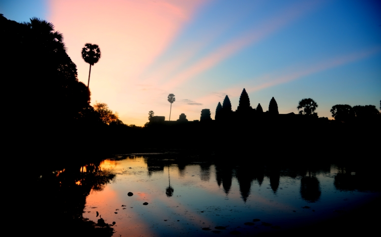 Angkor_Wat_Sunrise_Colors_Cambodia_DNXB