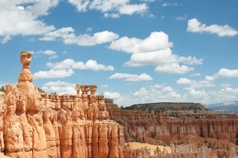 DNXB dongnanxibei Bryce Canyon National Park Thor's Hammer Navajo Loop hike clouds sun canyons hoodoo