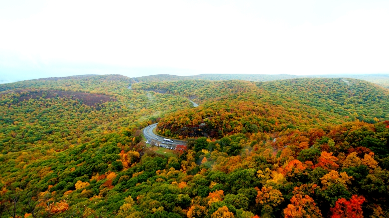 Winding roads in the Hudson River Valley towards Storm King Mountain