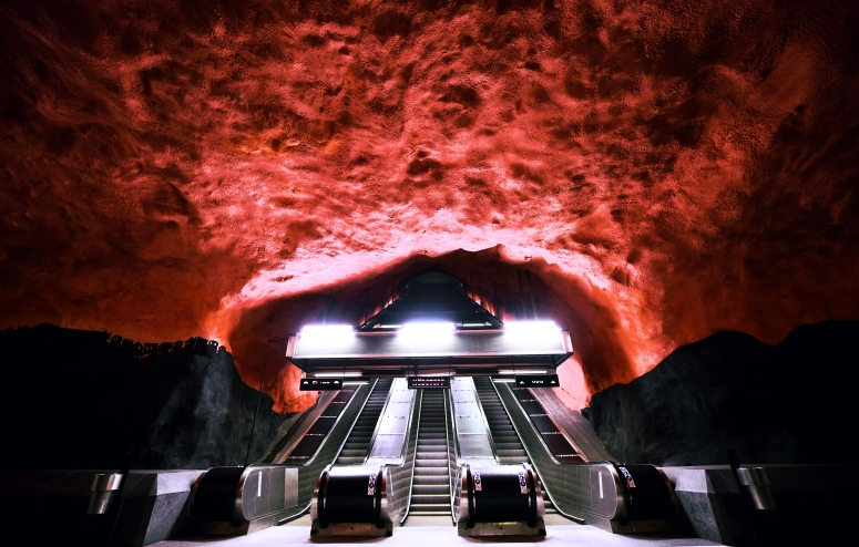 Solna Centrum Stockholm Metro Red Hell DNXB dongnanxibei