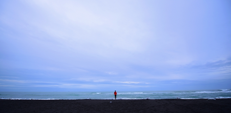 Cindy Diamond Beach Wide Angle Small Red Jacket Iceland Ring Road DNXB dongnanxibei