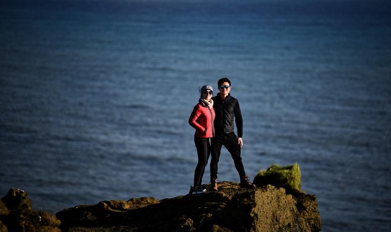 Dyrhólaey Will Cindy Pose Cliff Iceland DNXB dongnanxibei