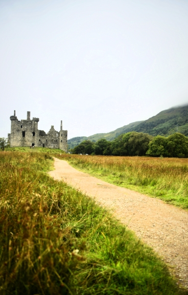 Frontal view of Kilchurn from the correct path