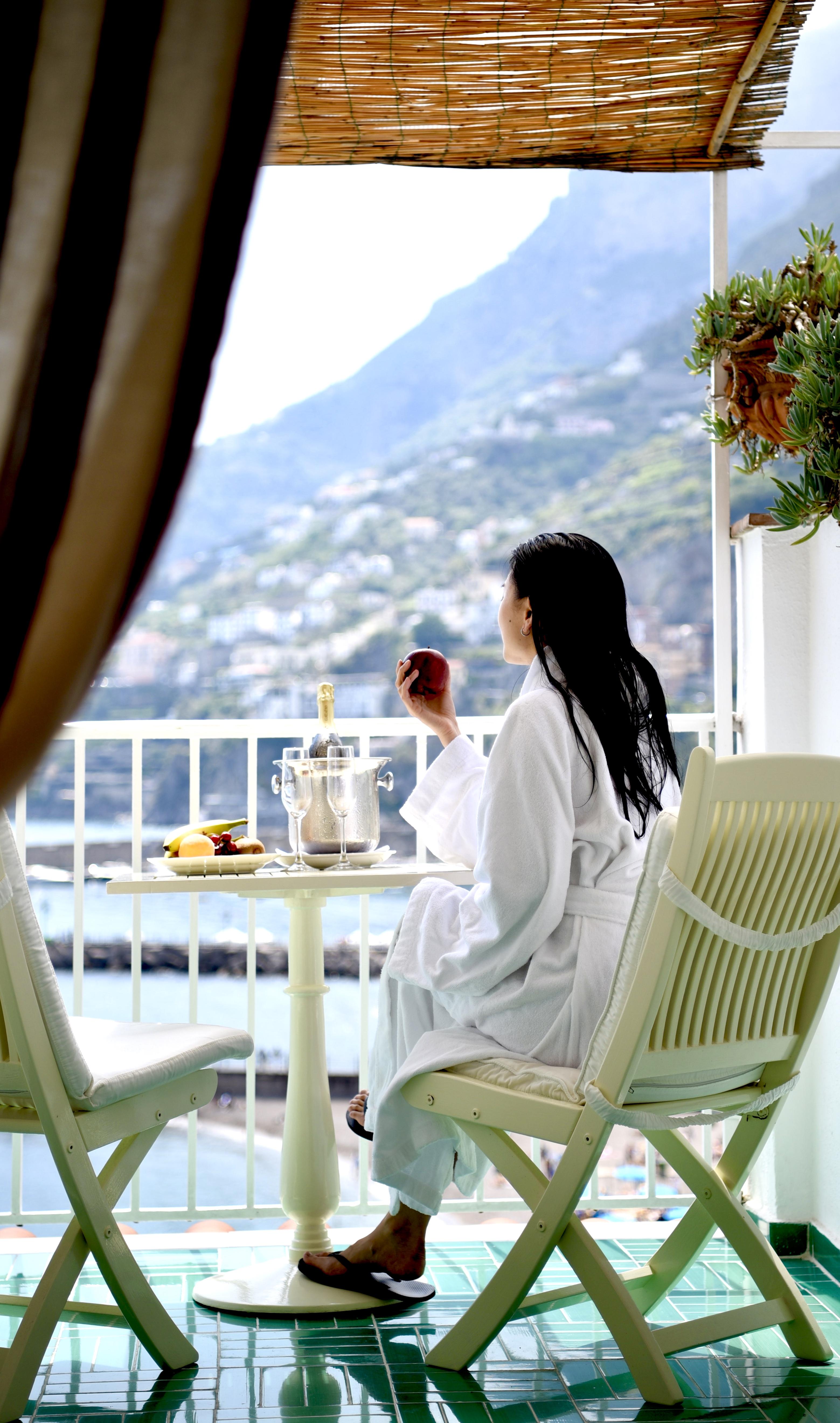 Balcony Bathrobe Robe Relax Vacation Hotel Marina Riviera Amalfi Coast Positano Italy DNXB dongnanxibei