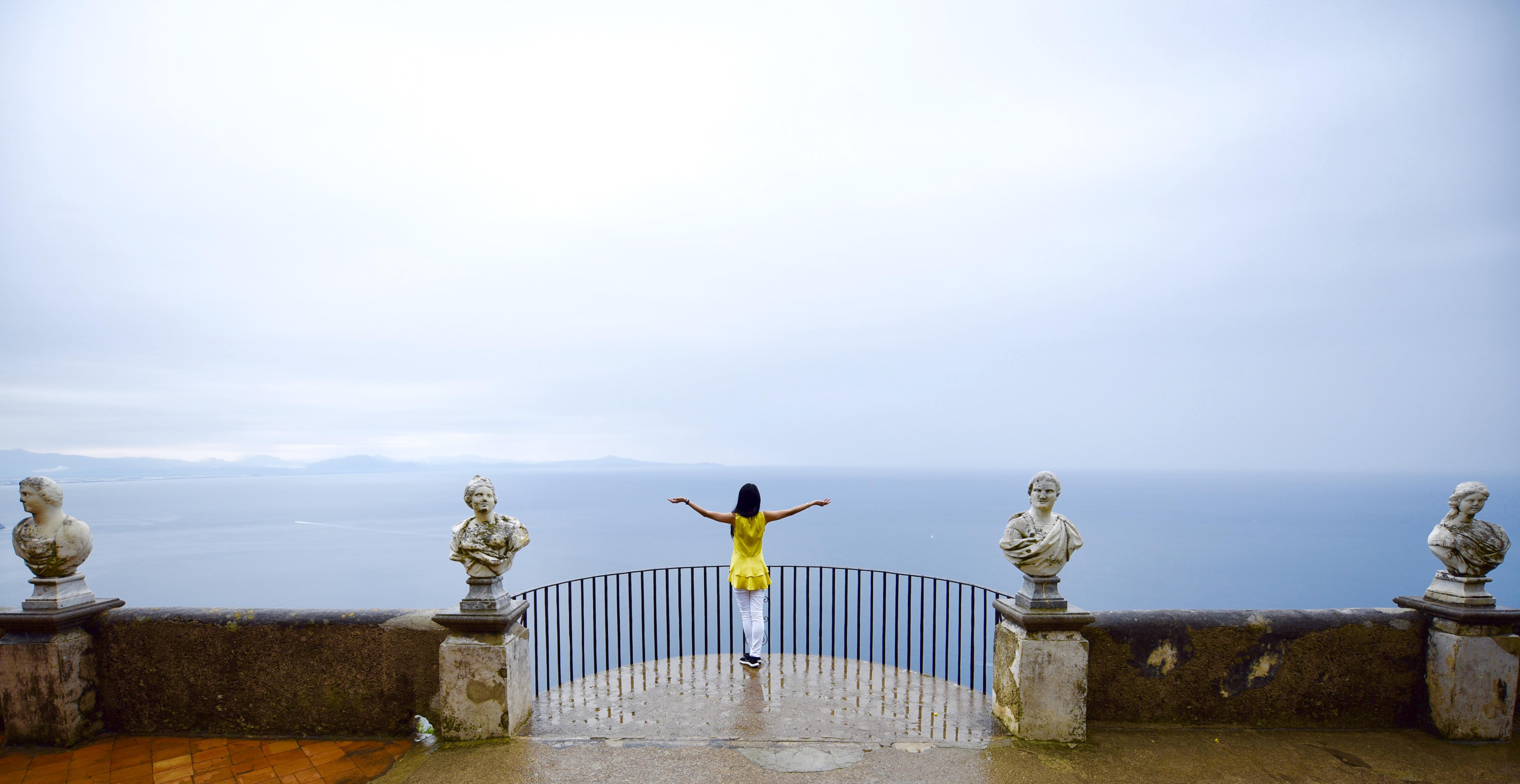 Woman Villa Cimbrone Terrazza dell'Infinito Terrace Infinity Ravello Amalfi Coast DNXB dongnanxibei